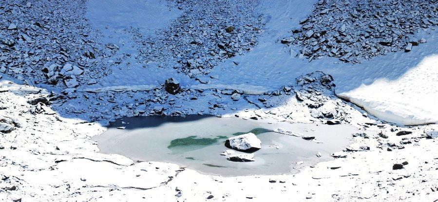 Mysterious Roopkund Lake - Het meer vol skeletten 6