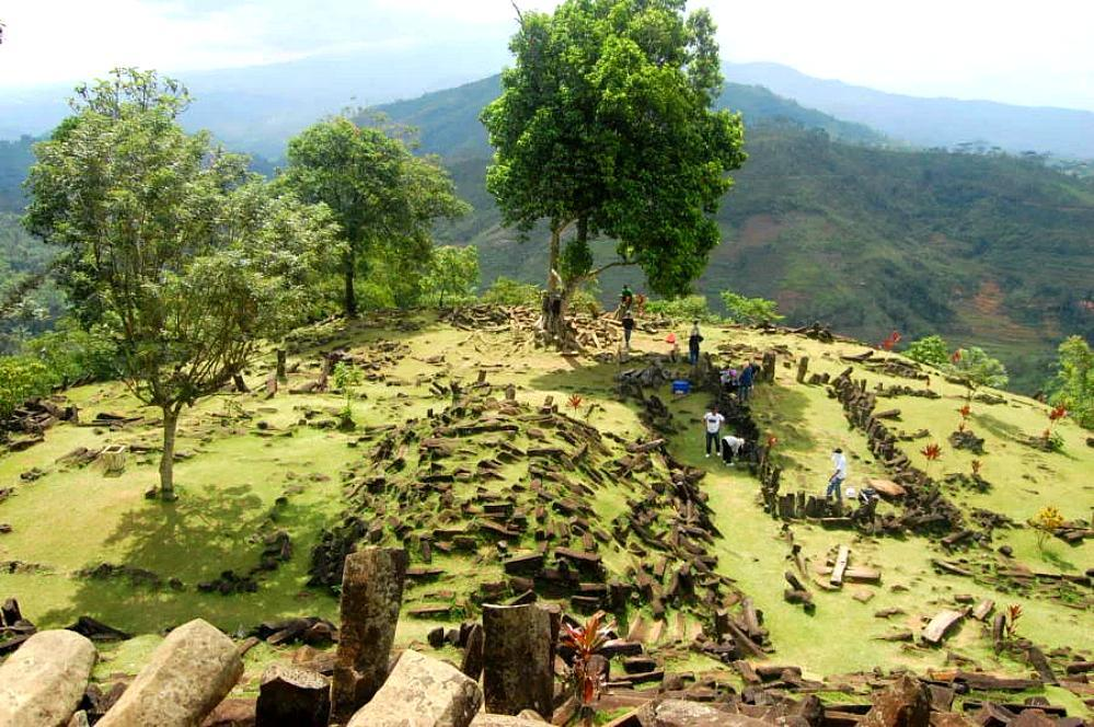 Is the world's oldest pyramid hidden in Mount Padang? 5