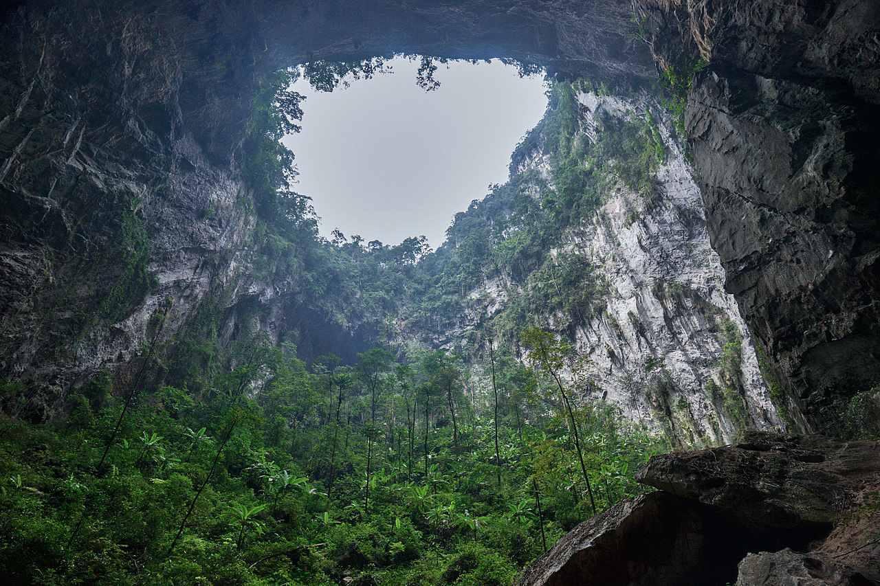 'S Werelds grootste grot, Son Doong, in Maleisië