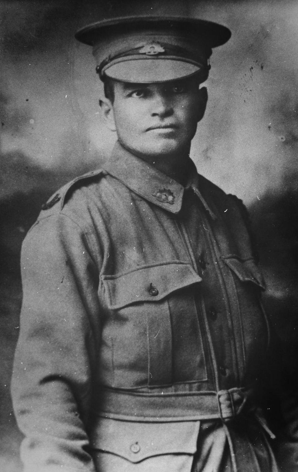 Avonturier Harold Lasseter in uniform van het Australische leger
