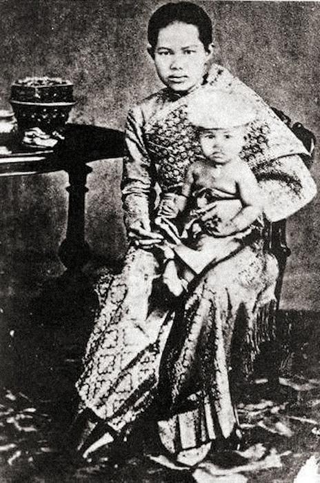 Princess Kannabhorn Bejaratana with her mother, Queen Sunanda Kumariratana