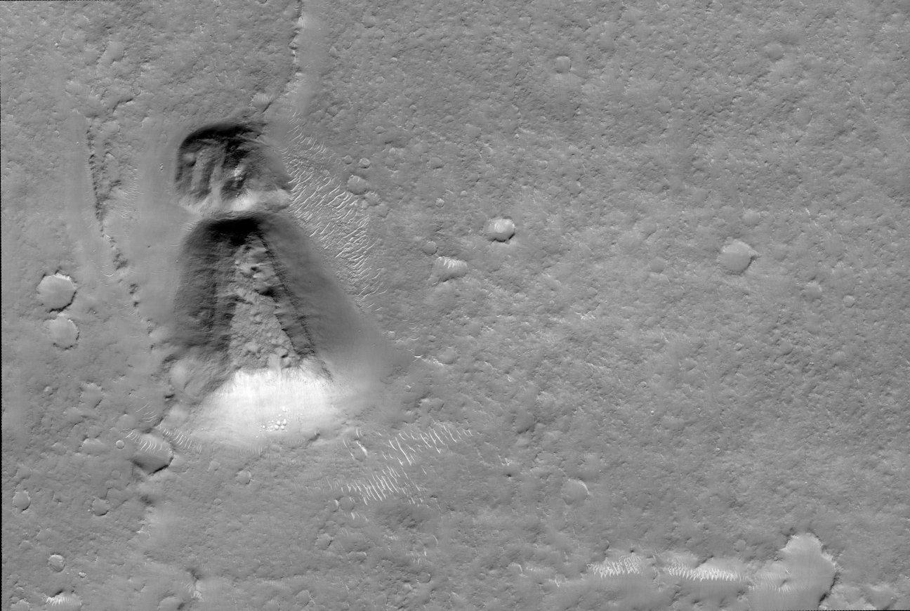 Keyhole structure on Mars
