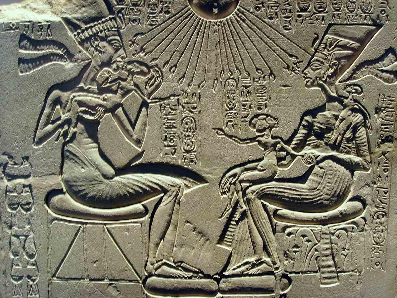 Akhenaten, Nefertiti and their children.