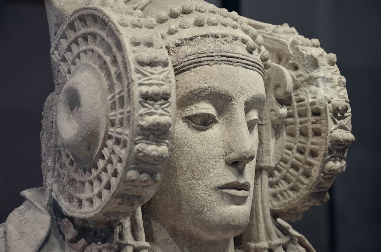 The enigmatic helmet of the Lady of Elche