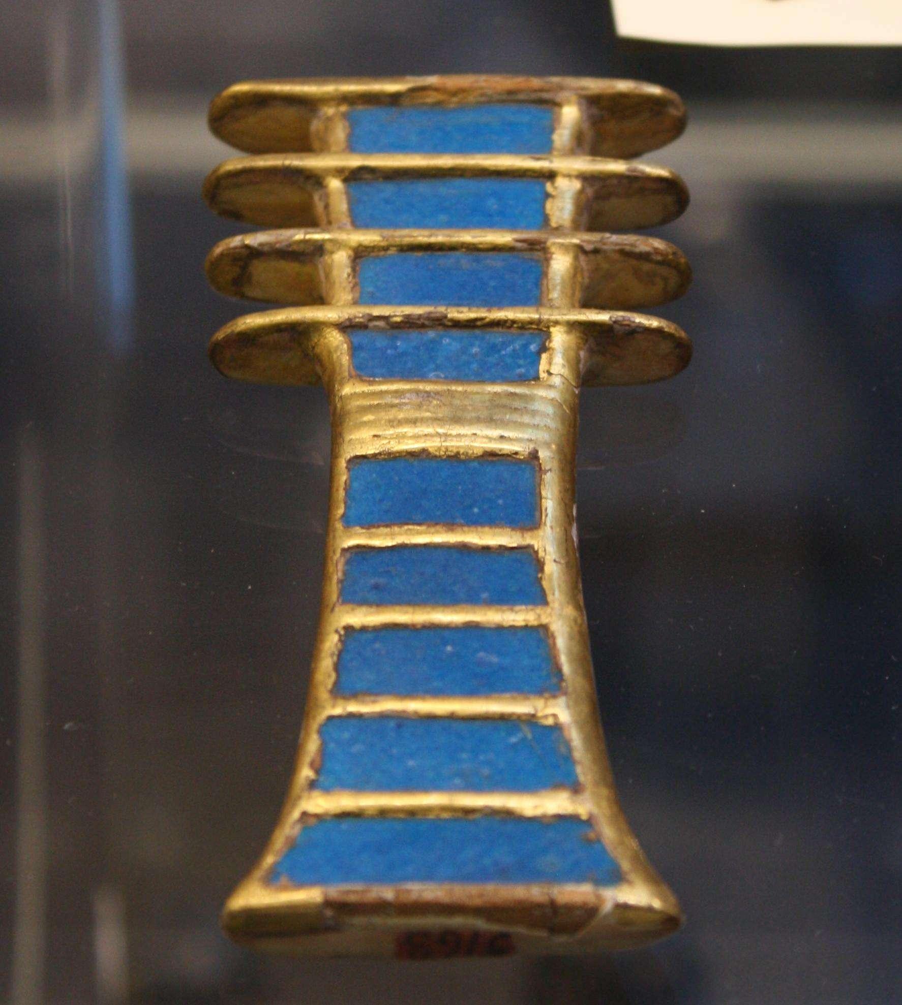 Ein vergoldetes Amulett aus Holz und Fayence (Symbol der Stabilität) aus dem Grab von Königin Nefertari. Dynasty XIX, 1279-1213 v. (Ägyptisches Museum, Turin)