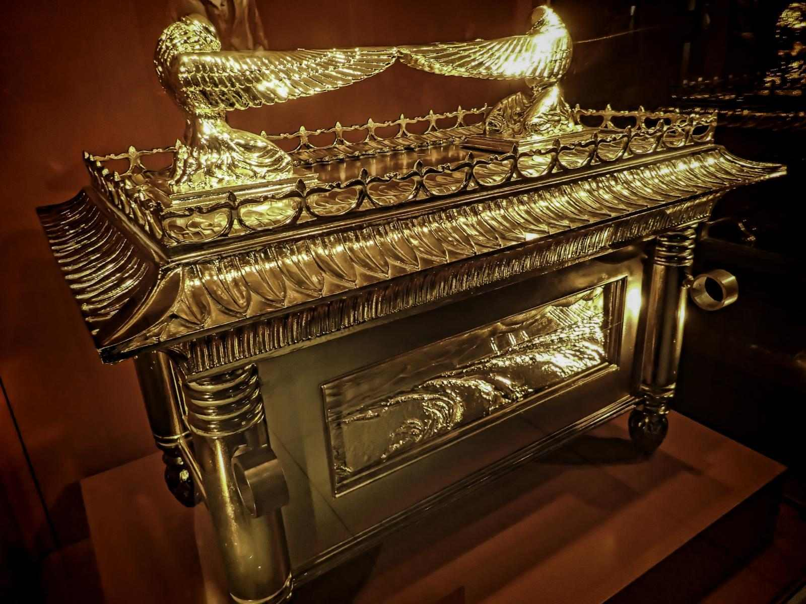The Manna Machine: The mysterious alien machine that produced food for desert people 8