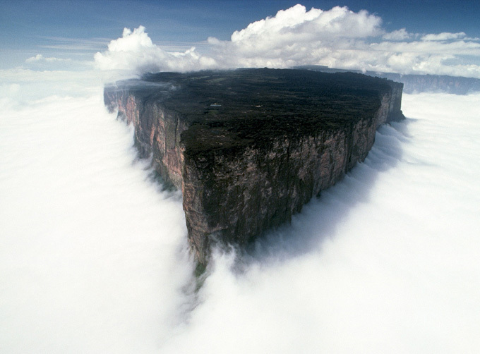 The mysteries of Mount Roraima: evidence of artificial cuts? 2