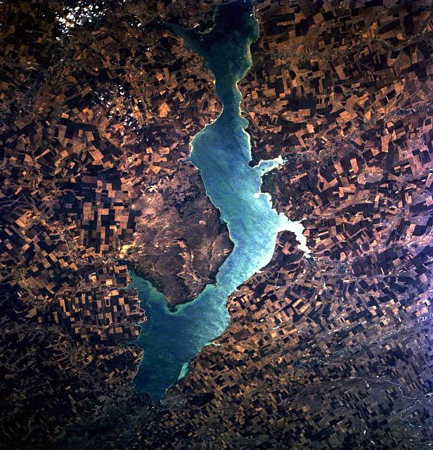 Цимлянское водохранилище или Цимлянское водохранилище - искусственное озеро на реке Дон на территории Ростовской и Волгоградской областей на 47 ° 50′N 42 ° 50′E.