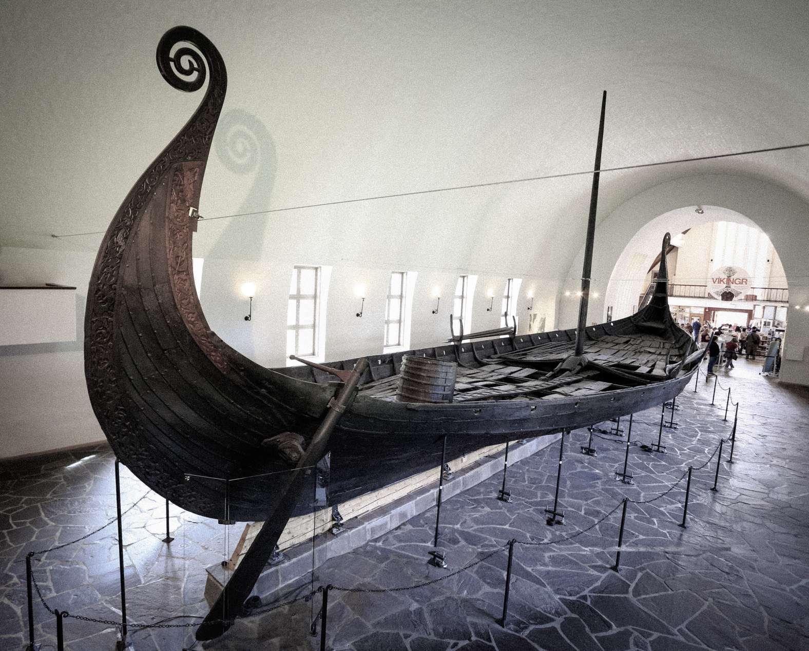 Navire des Vikings dans le musée des navires vikings de la ville d'Oslo en Norvège. © Crédit d'image : Vlad Ghiea | Licencié de DreamsTime.com (Utilisation éditoriale Banque d'images, ID:155282591)